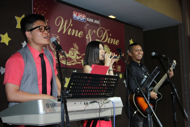 `kuala Lumpur, live band service, malcolm music, the wedding band, wedding band in kl, wedding live band, wedding live band in kl, wedding reception, wedding singer, wedding singer in kl, malcolm music live band, wedding, 无穷音乐,不插电乐队,婚宴,歌手,婚宴歌手,乐队,吉隆坡乐队,best wedding live band, best wedding live band in kl, best live band in malaysia, best wedding live band in malaysia, live band service, kjcf, kian joo can, wine and dine, 开工酒, tropicana clubhouse