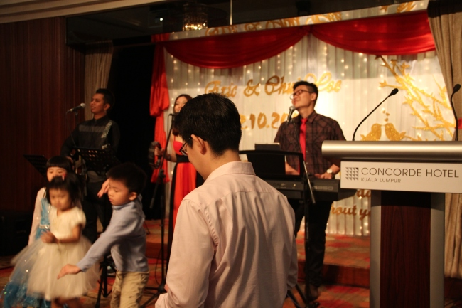 best live band in malaysia, best wedding live band in kl, best wedding live band in malaysia, kuala lumpur, live band service, malcolm music, malcolm music live band, sports toto, the wedding band, wedding, wedding band in kl, wedding live band, wedding live band in kl, Wedding reception, wedding singer, wedding singer in kl, 无穷音乐,不插电乐队,婚宴,歌手,婚宴歌手,乐队,吉隆坡乐队,best wedding live band, eric, chui yee, xin cuisine, concorde hotel, kl,